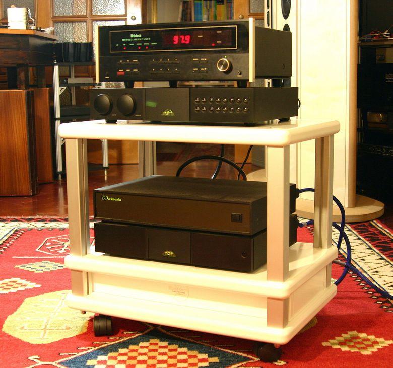 1 Audio Table IMG_3985 tagliata 780 pix