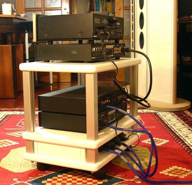 1 Audio Table IMG_3989 tagliata 780 pix