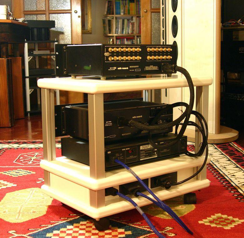 1 Audio Table IMG_3999 tagliata 780 pix