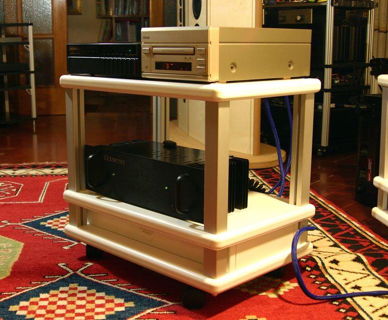 1 Audio Table IMG_4043 tagliata 780 pix
