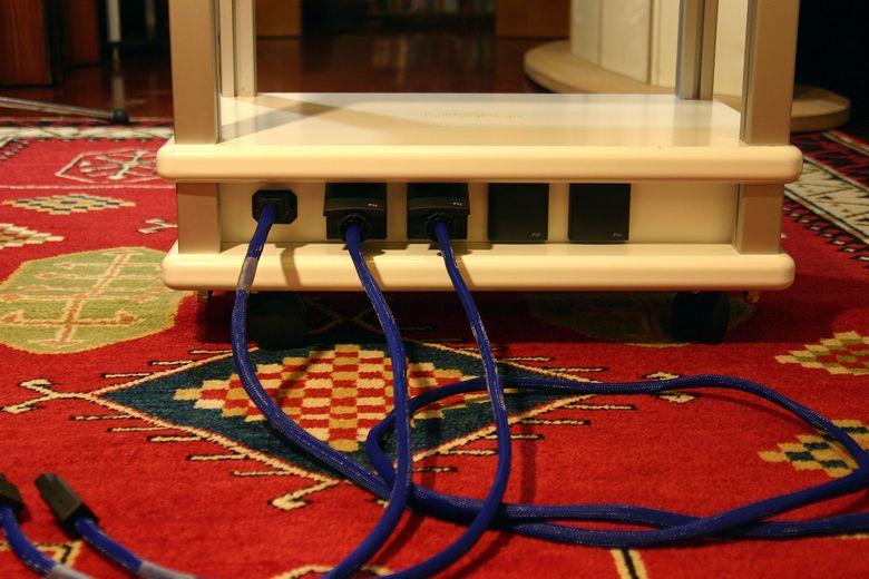 Audio Table IMG_3941 780 pix